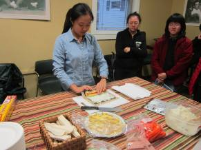 E Zhao teaching guests how to make sushi