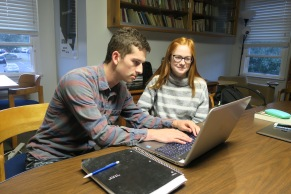 Writing Fellow Amelia Johnson WS'18 helps Hobart student with writing assignment